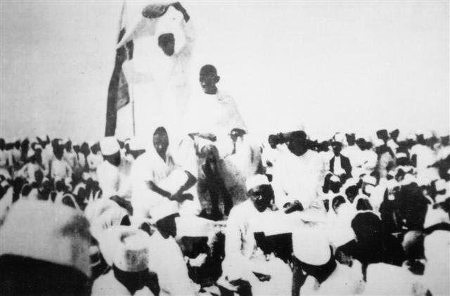 ഗാന്ധിജിയുടെ വിദേശ വസ്ത്ര ബഹിഷ്കരണത്തിന് നാളെ നൂറ്റാണ്ട്