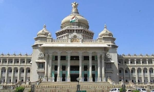 സർക്കാർ ഉദ്യോഗസ്ഥർക്ക് മാധ്യമ വിലക്കേർപ്പെടുത്തി കർണാടക