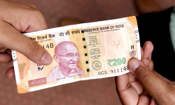 200-note-in-hand