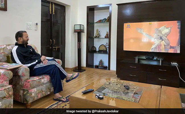 'ഞാൻ രാമായണം കാണുന്നു, നിങ്ങളോ?'; ട്രോൾ, വിമർശനം: ചിത്രം ഒഴിവാക്കി ജാവദേക്കർ