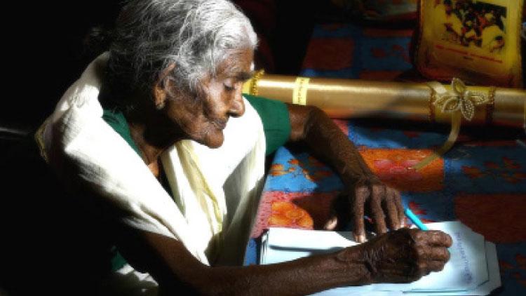നിരീക്ഷണത്തിലുള്ളവര്ക്ക്  സാന്ത്വനമേകി അക്ഷരമുത്തശ്ശി