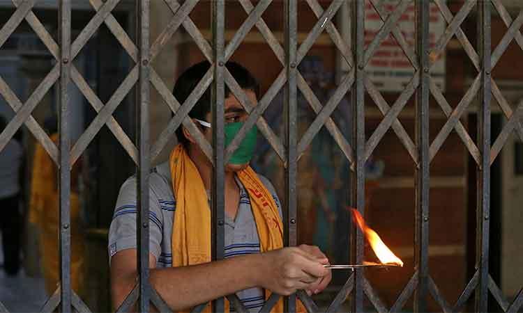 'ദീപം കൊളുത്തൽ': അന്ധവിശ്വാസം ആളിക്കത്തിച്ച് സംഘ്പരിവാർ
