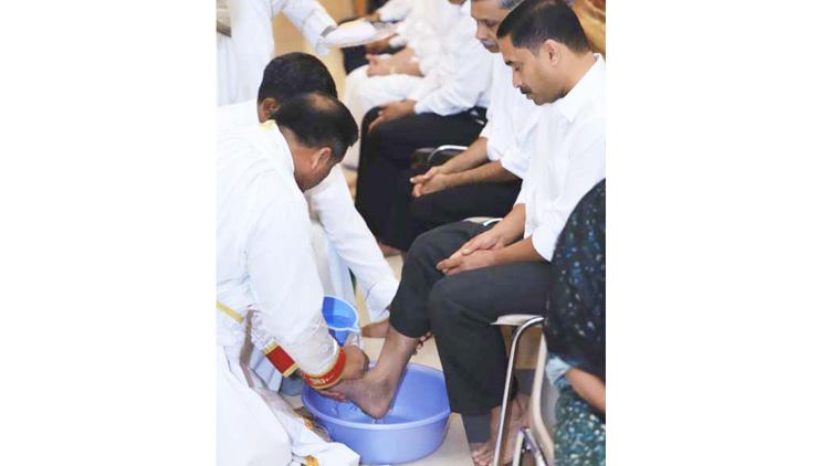 ഇൗസ്റ്റർ കാത്ത് വിശ്വാസികൾ, ഇന്ന് ഉയിർപ്പ് ശുശ്രൂഷ