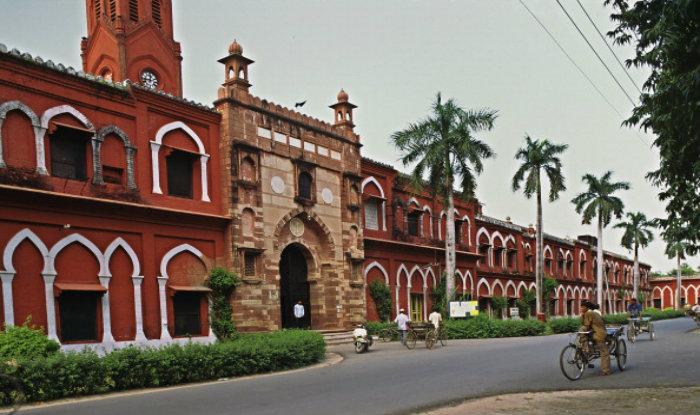 അലീഗഢ്: വി.സിയുടെയും രജിസ്ട്രാറുടെയും  രാജിക്ക് വിദ്യാർഥികളുടെ മുറവിളി