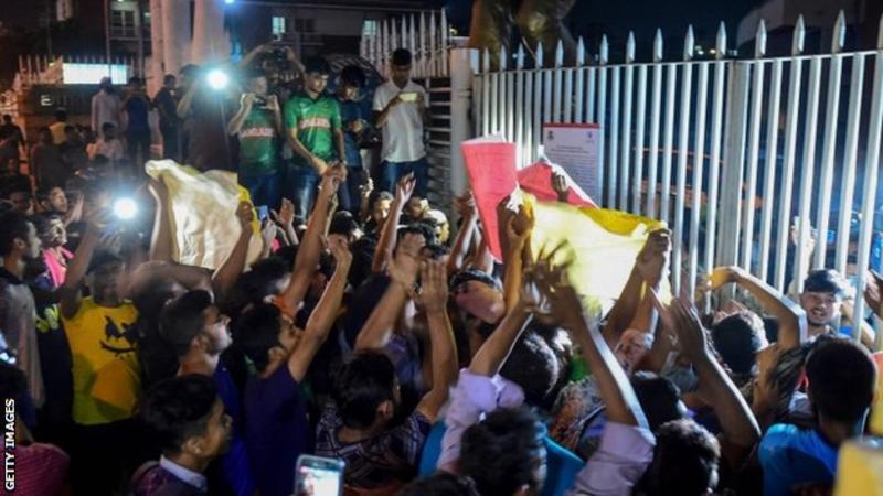 ശാകിബിനെ പിന്തുണച്ച് ബംഗ്ലാദേശിൽ പ്രതിഷേധ റാലികൾ