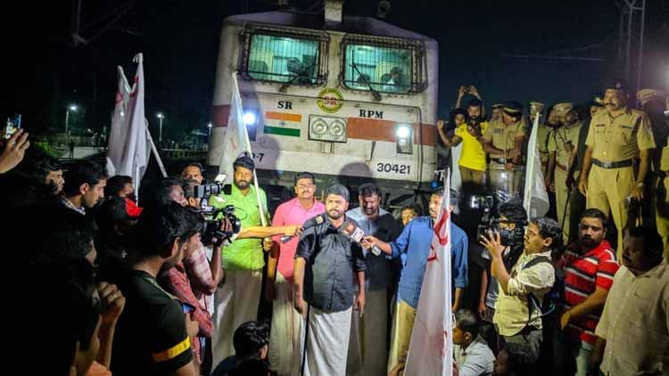 ഡൽഹിയിലെ പൊലീസ് അതിക്രമത്തിനെതിരെ സംസ്ഥാനമൊട്ടാകെ പ്രതിഷേധം