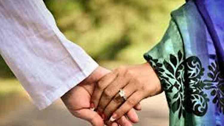 ബംഗളൂരുവിലെ കാമുകനെ തേടി 18കാരി വീടുവിട്ടിറങ്ങി; പെൺകുട്ടിയെ അറിയില്ലെന്ന് യുവാവ്