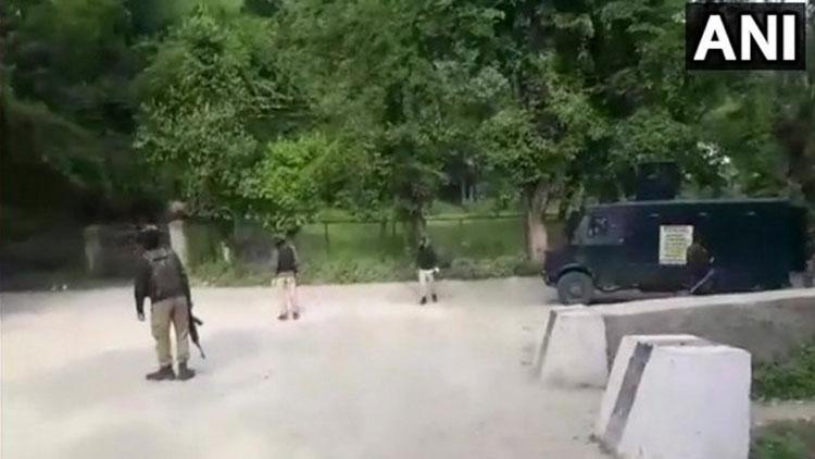 ജമ്മു കശ്മീരിൽ ഏറ്റുമുട്ടൽ: രണ്ട് ഭീകരരെ വധിച്ചു