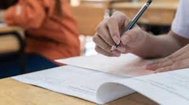 പ്ലസ് വൺ സീറ്റിൽ 20 ശതമാനം വർധനക്ക് ശിപാർശ വർധന നടപ്പായാൽ എണ്ണം 4.23 ലക്ഷമാകും