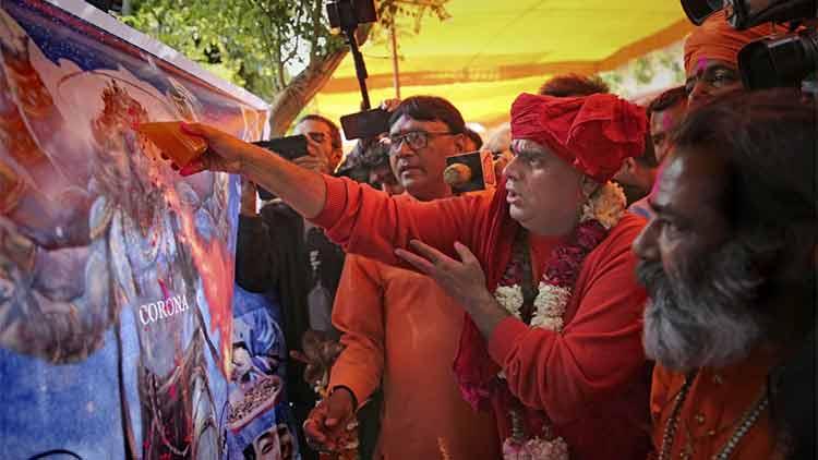 കോവിഡ്: ഹിന്ദു മഹാസഭയുടെ ഗോമൂത്ര സൽക്കാരം തുടങ്ങി