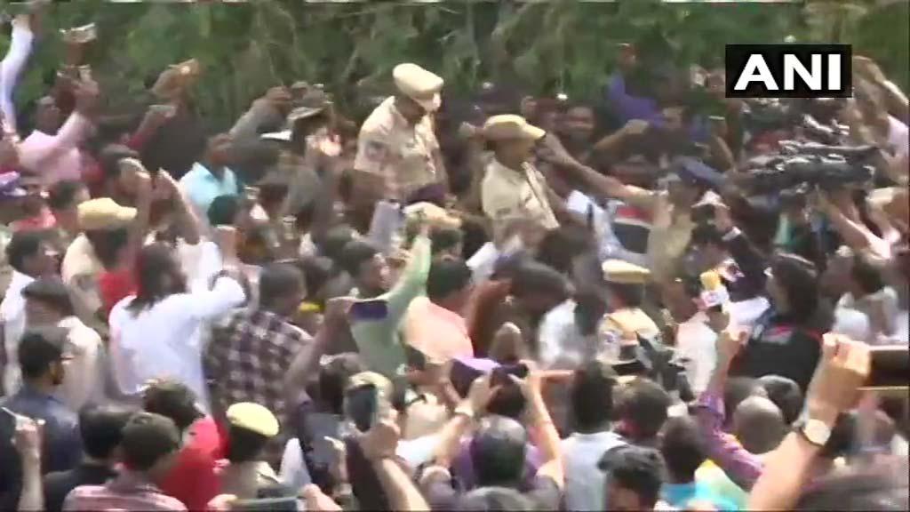 ഹൈദരാബാദ് ഏറ്റുമുട്ടൽ: പൊലീസിന് മധുരവും ജയ് വിളിയും VIDEO
