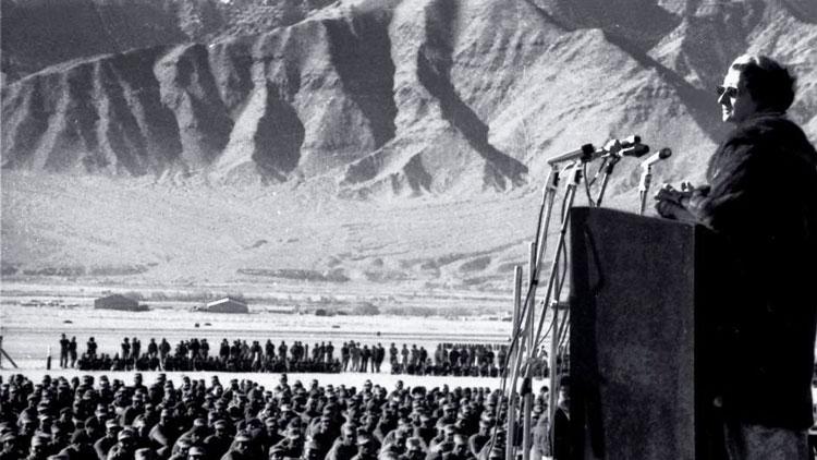 ''ഇന്ദിര ഗാന്ധി ലേയിലെത്തിയതിന് പിന്നാലെ പാകിസ്താനെ കഷ്ണമാക്കിയിരുന്നു; മോദി എന്ത് ചെയ്യുമെന്ന് കാണണം''