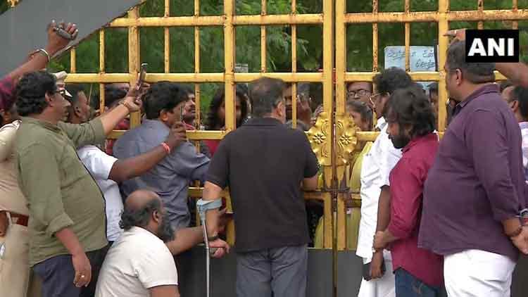 വിദ്യാർഥികൾക്ക് പിന്തുണയുമായെത്തിയ കമൽഹാസനെ മദ്രാസ് സർവകലാശാലയിൽ തടഞ്ഞു