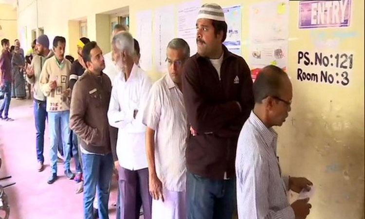 കർണാടക: 15 മണ്ഡലങ്ങളിൽ  ഉപതെരഞ്ഞെടുപ്പ്