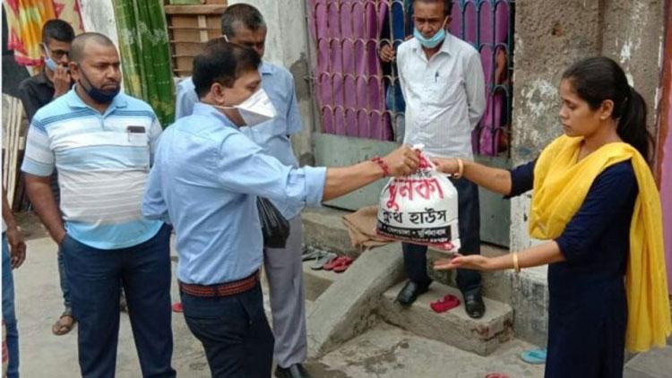 ഒരു വർഷം ഇവിടെ തങ്ങാം - ഫാറൂഖ് അബ്ദുല്ലയുടെ സ്നേഹത്തിൽ കണ്ണുനിറഞ്ഞ് മിഥുൻദാസും ഭാര്യയും