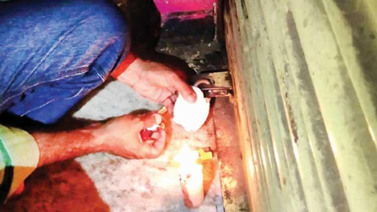 വൃത്തിഹീനമായ രീതിയിൽ ഷവർമ വിൽപന നടത്തിയ കഫെ പൂട്ടിച്ചു