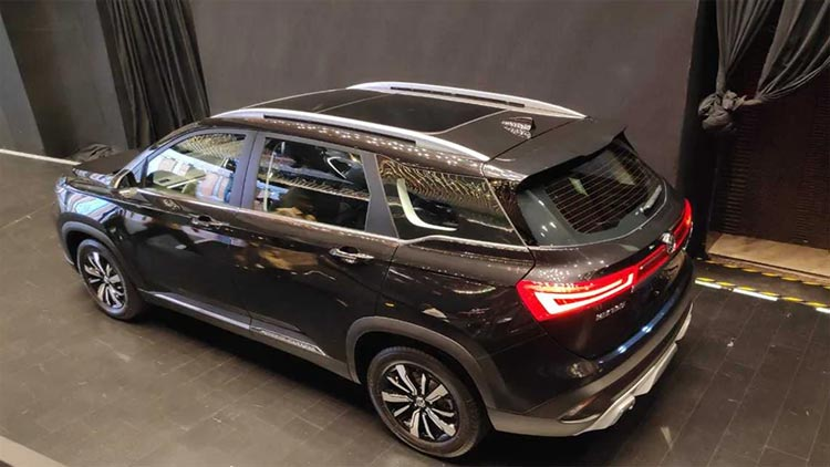 mg-hector-back