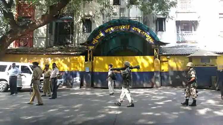 കോവിഡ്: മഹാരാഷ്ട്രയിൽ 11,000 ജയിൽപുള്ളികൾക്ക് പരോൾ