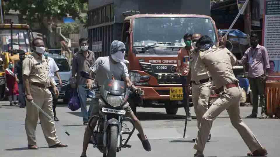ലോക്ഡൗൺ ലംഘനം: കേസെടുത്ത് തളർന്ന് മഹാരാഷ്ട്ര