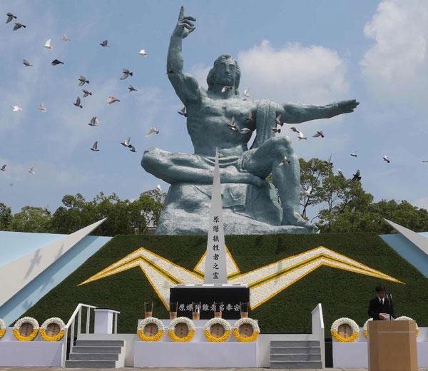 പ്രധാനമന്ത്രിയുടെ സൈനിക പരിഷ്കരണത്തിന് താക്കീതായി നാഗസാക്കി ഓര്മദിനം