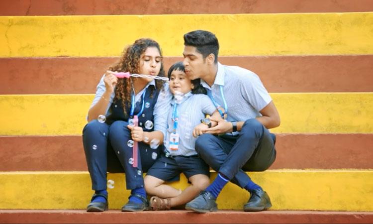 വീണ്ടും ഹിറ്റടിച്ച് വിനീതും ഷാൻ റഹ്മാനും; അഡാറ് ലവിലെ ഒരു അഡാറ് ഗാനം കൂടി