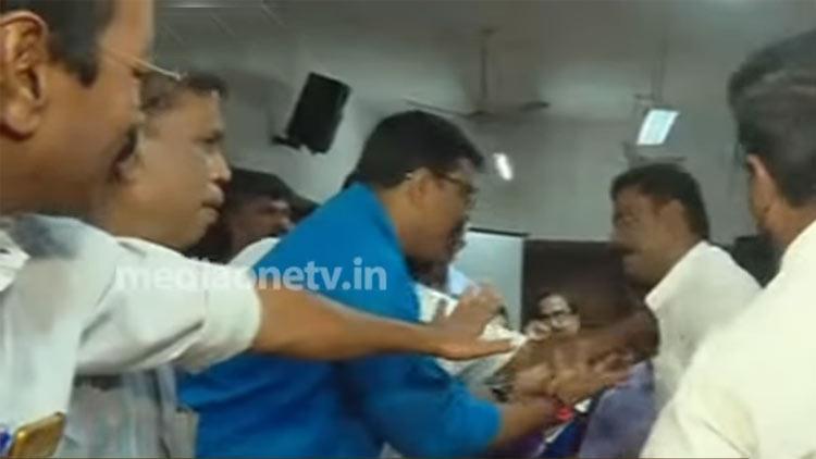 പൗരത്വ ഭേദഗതി നിയമം: പാലക്കാട് നഗരസഭയിൽ സി.പി.എം-ബി.ജെ.പി കയ്യാങ്കളി