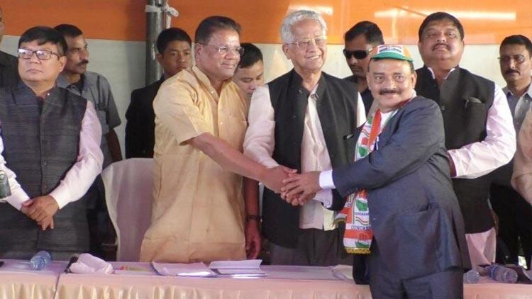 മുൻ ബി.െജ.പി എം.പി രാം പ്രസാദ് ശർമ കോൺഗ്രസിൽ ചേർന്നു