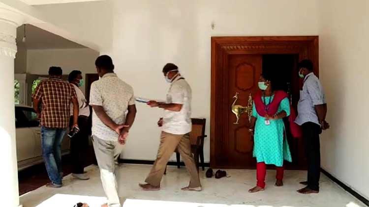 സുഭാഷ് വാസുവിെൻറയും കൂട്ടാളികളുടെയും വീടുകളിൽ റെയ്ഡ്