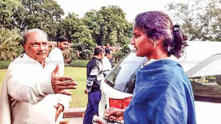 രമ്യ ഹരിദാസ് എം.പിക്ക് നേരെ പാർലമെന്റിൽ കൈയേറ്റ ശ്രമം