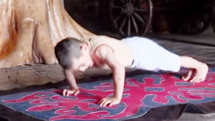 small-boy-push-up