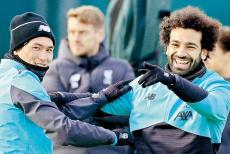 Mohamed-Salah-(R)-midfielder-Takumi-Minamino