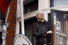 julian-assange-arrested-23