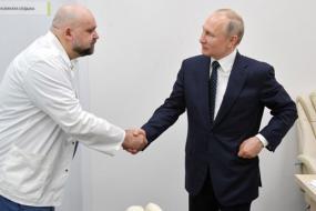 vladimir-putin-shakes-hands with dr denis
