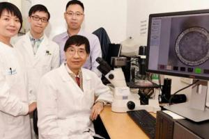 microbiologist-Yuen-Kwok-yung-with-his-team