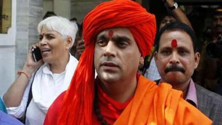 ഗോമൂത്രവും ചാണകവും ഉപയോഗിച്ച് കൊറോണ ബാധ ചികിത്സിക്കാം -ഹിന്ദു മഹാസഭ അധ്യക്ഷൻ