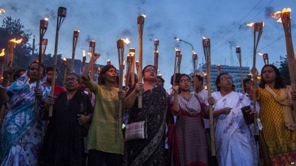 ബംഗ്ലാദേശ് ബ്ലോഗറുടെ കൊലപാതകം: സൂത്രധാരനടക്കം മൂന്നുപേര് അറസ്റ്റില്