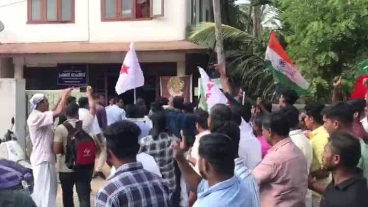 തിരുനാവായയിൽ തൊഴിൽ സർവേെക്കത്തിയ കേന്ദ്രസംഘത്തെ തടഞ്ഞു -VIDEO