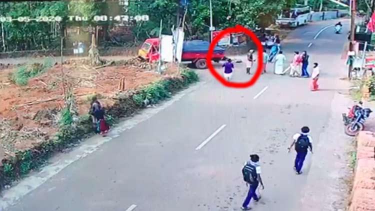 പാനൂരിൽ ടിപ്പർ ലോറിയും ബൈക്കും കൂട്ടിയിടിച്ച് വിദ്യാർഥി മരിച്ചു VIDEO