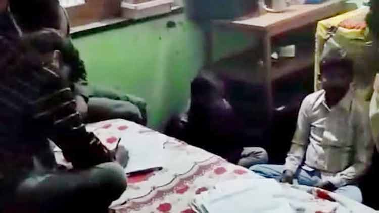 വീട് 12ാം ക്ലാസ് പരീക്ഷ സെൻറർ; സ്കൂൾ ജീവനക്കാരനും കൂട്ടാളികളും അറസ്റ്റിൽ